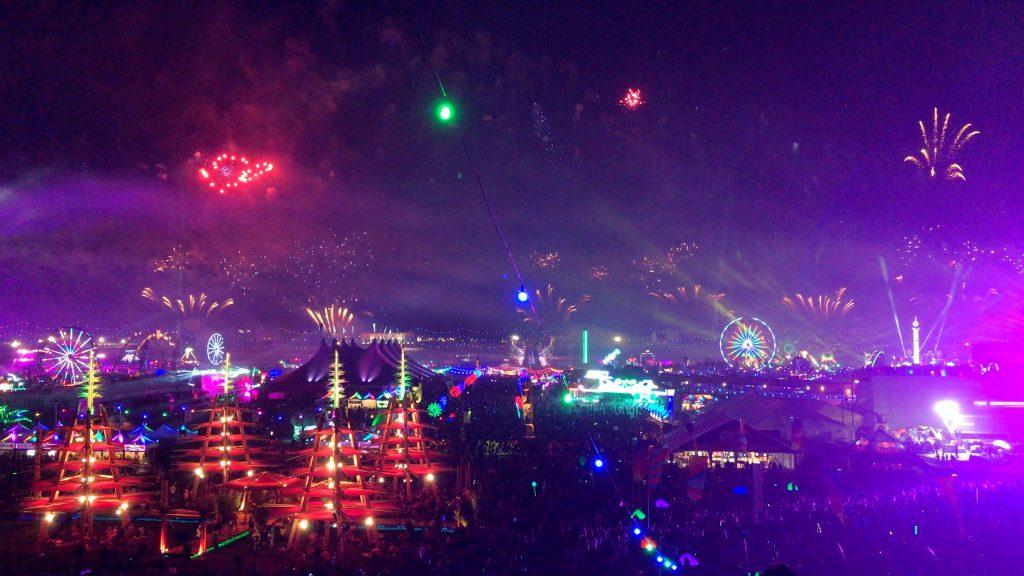 EDC Las Vegas Overhead Fireworks 1024x576